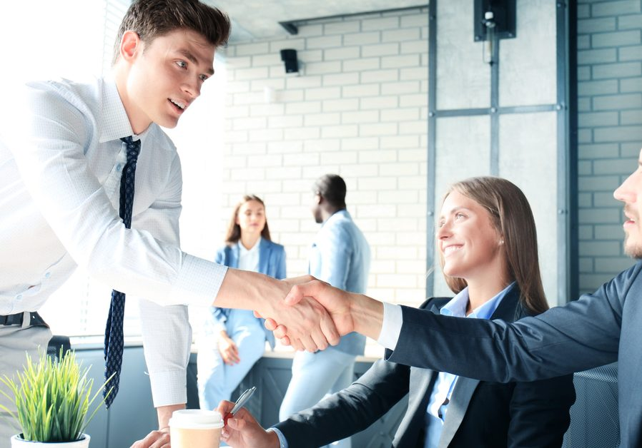 Job,Applicant,Having,Interview.,Handshake,While,Job,Interviewing